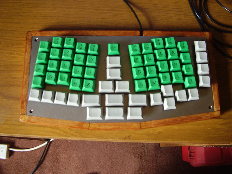 An assembled ergo keyboard. Photo by chstock1 on Flickr.